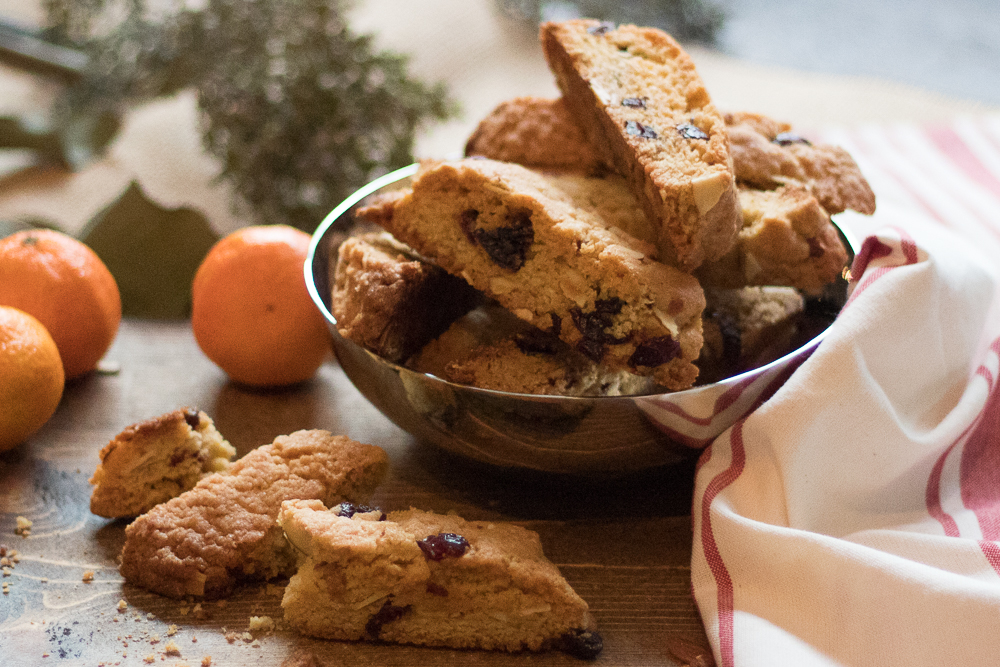 Biscotti in a bowl on table