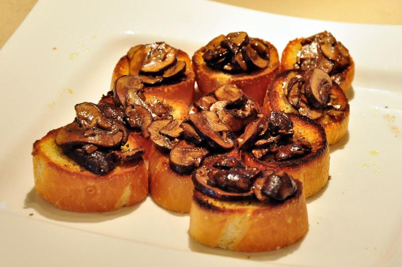 Bruschetta with roasted mushrooms on plate